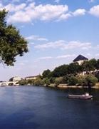 Le site des Tanneurs, en centre-ville, vu de la Loire