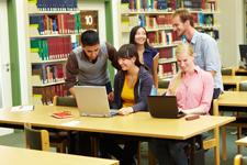 Lernen in der Bibliothek copyright Robert Kneschke